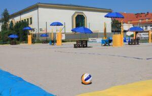 Plażowa Arena - widok na boiska do siatkówki plażowej.